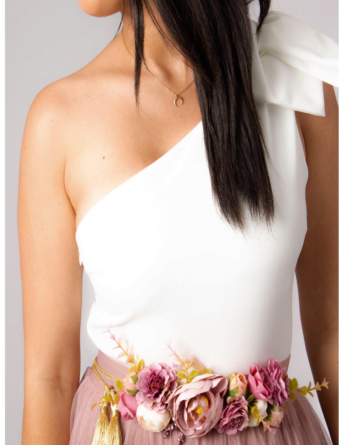 body en color blanco  escote asim u00e9trico  moda fiesta